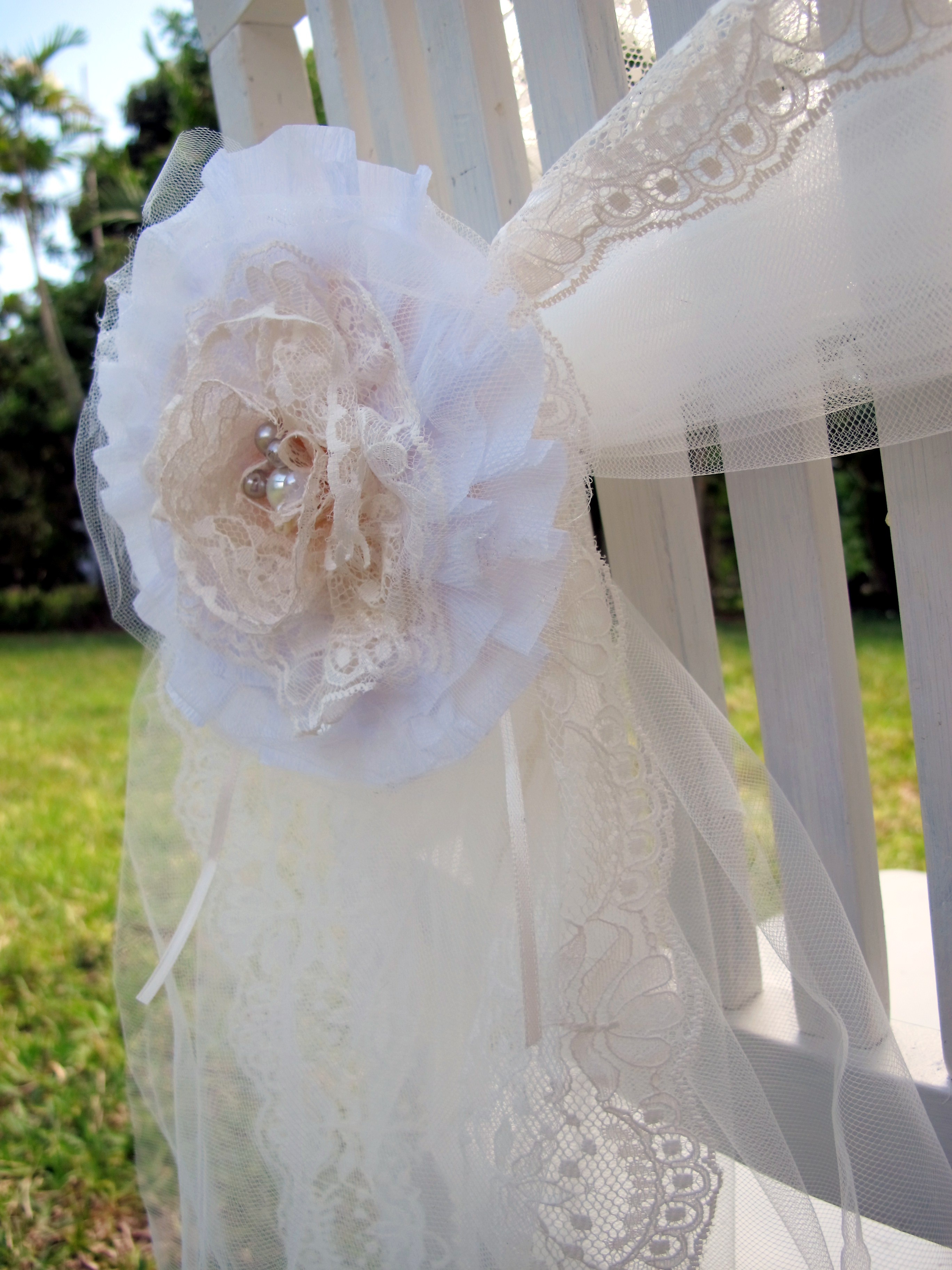 Shabby chic inspired lace and pearls flower brooch - Decoration mariage vintage chic ...